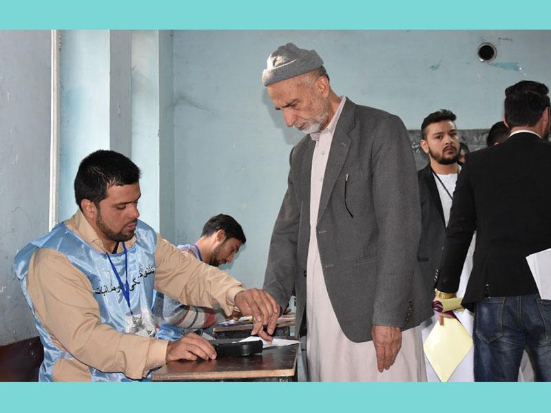 কঠোর নিরাপত্তায় আফগানিস্তানে জাতীয় নির্বাচনের ভোটগ্রহণ চলছে
