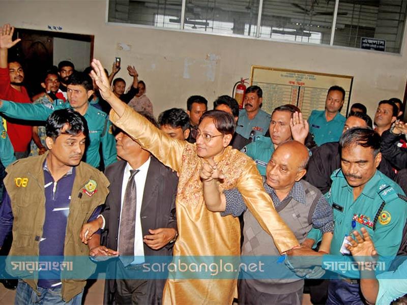 নাশকতার মামলায় বিএনপি নেতা শাহাদাতকে গ্রেফতার দেখানোর নির্দেশ
