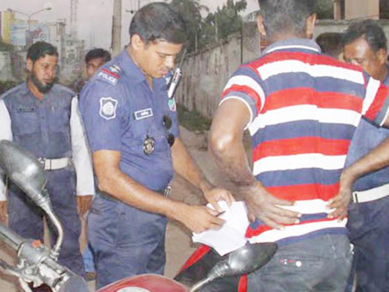 যশোর ট্রফিক বিভাগ: 'ভালো সাজতে' একবছরে মামলা সাড়ে ৩৮ হাজার