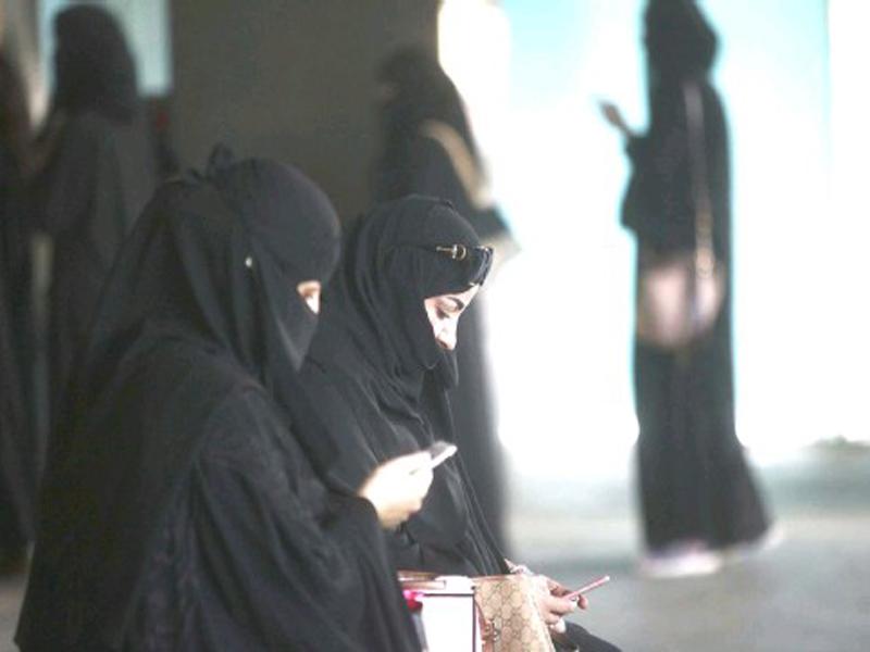 স্ত্রীকে না জানিয়ে বিয়ে বিচ্ছেদ নয়: নতুন আইন সৌদি আরবে