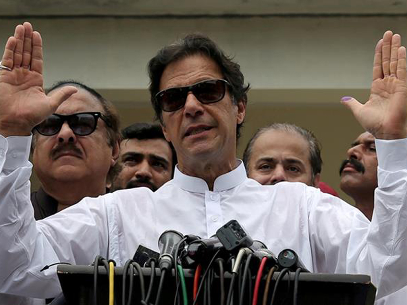 ভারত হামলা চালালে বসে থাকবে না পাকিস্তান: ইমরান খান