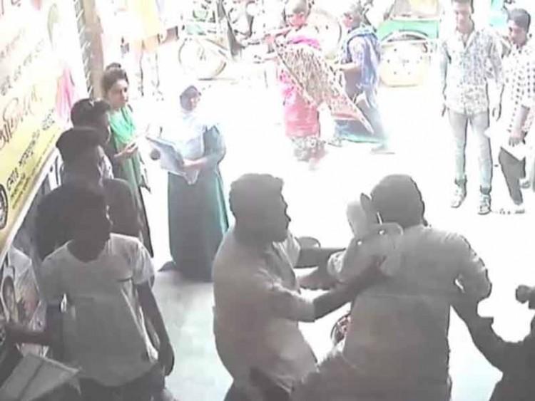 শিক্ষকের ওপর হামলার 'নির্দেশদাতা' ছাত্রলীগ নেতার নাম নেই মামলায়