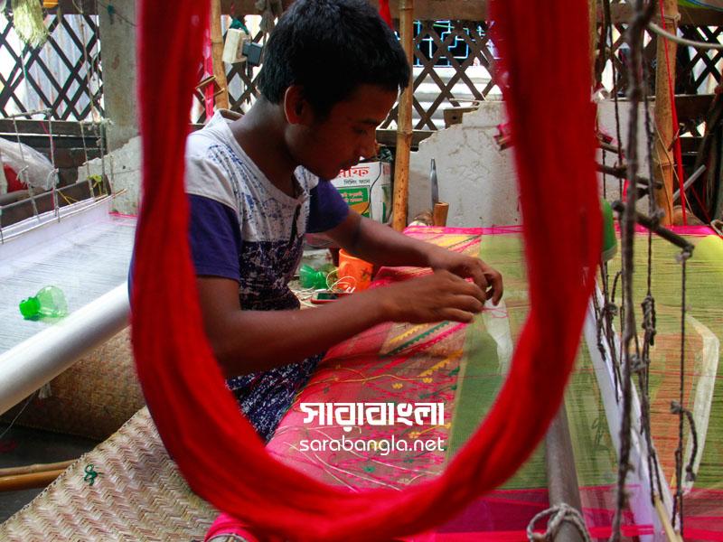 নিপুণ হাতের বুননে তৈরি হয় বাহারি জামদানি