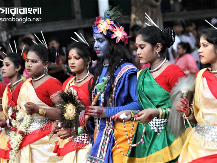 আনন্দ উৎসবে বর্ণিল রথযাত্রা