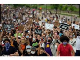 জর্জ ফ্লয়েড হত্যাকাণ্ড: বিক্ষোভের আগুনে জ্বলছে যুক্তরাষ্ট্র