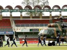 পাকিস্তানে ক্রিকেট মাঠে এলোপাতাড়ি গুলি