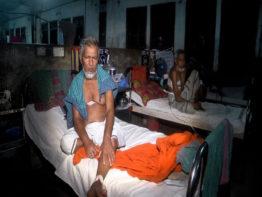 ৩ দফা দাবিতে কর্মবিরতিতে শেবাচিম হাসপাতালের ইন্টার্ন চিকিৎসকরা