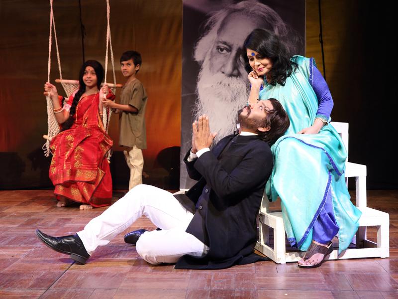 পরীক্ষণ থিয়েটার হলে প্রাঙ্গণেমোর-এর 'আমি ও রবীন্দ্রনাথ'