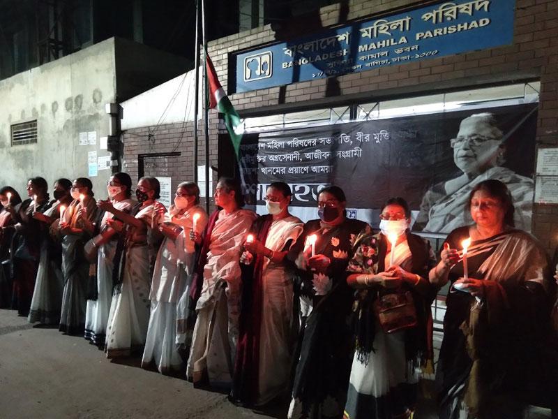 আয়শা খানম স্মরণে মোমবাতি প্রজ্বলন