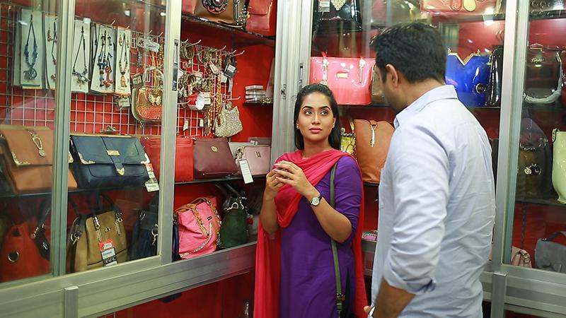 পরিচয় জেনেও অপুর্ব কি পারবে মমকে ভালোবাসতে?