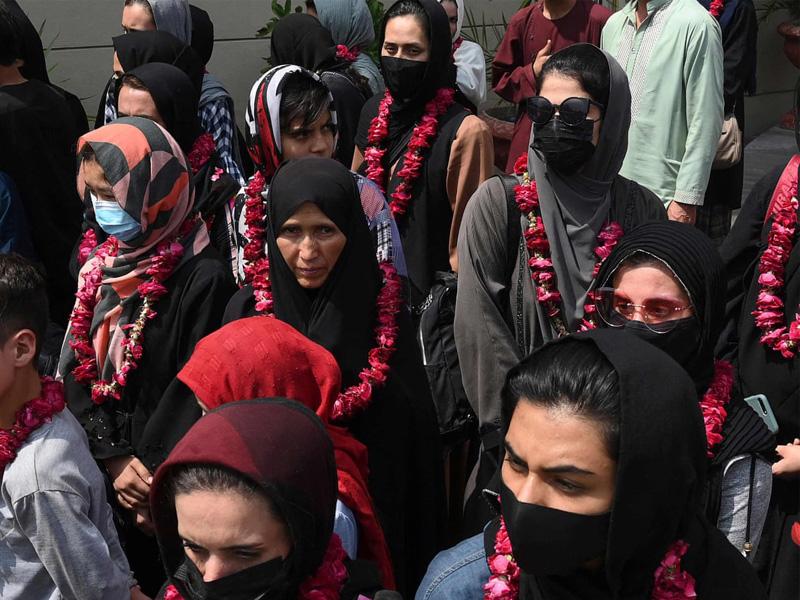 পালিয়ে পাকিস্তানে আফগান নারী ফুটবল দল