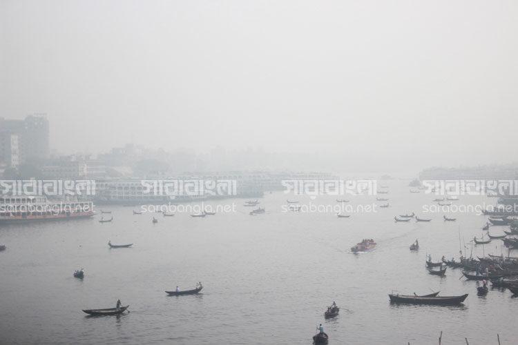 কুয়াশায় ঢাকা সকাল