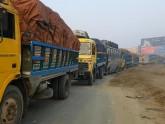 বিকল ট্রাকে ট্রেনের ধাক্কা: ঢাকা-টাঙ্গাইল সড়কে যানজট