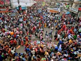 বাংলাদেশিদের ভিড়ে জমজমাট কলকাতার ঈদ বাজার
