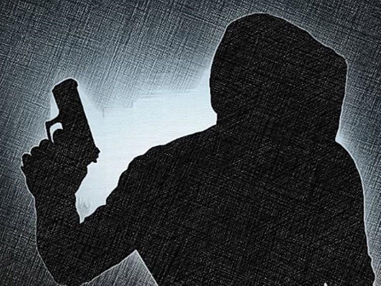 দোকানে ডাকাতি, আহত ২ জন হাসপাতালে
