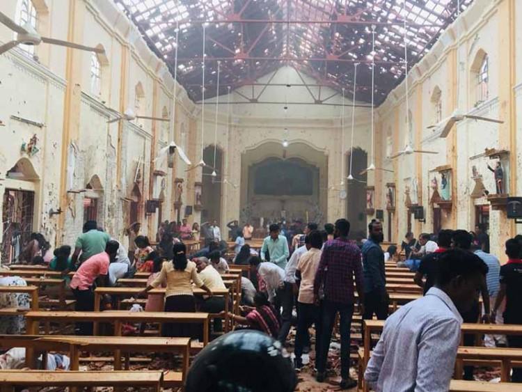 শ্রীলংকায় সিরিজ বোমা হামলা: ২ বাংলাদেশি নিখোঁজ, হটলাইন চালু