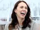 নিউজিল্যান্ডের প্রধানমন্ত্রীকে ৫ ডলারের 'ঘুষ'