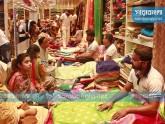 জমজমাট ইসলামপুর-নবাবপুরে, চাহিদার শীর্ষে ভারতীয় শাড়ি