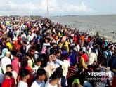 রোদ দেখে 'ঘর ছেড়েছে' মানুষ, মুখর বিনোদন কেন্দ্র