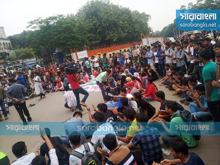 শাহবাগ অবরোধ প্রত্যাহার, দাবি না মানলে লাগাতার কর্মসূচির ঘোষণা