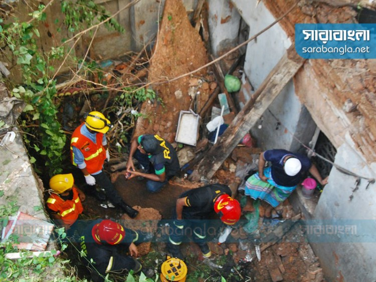 পাটুয়াটুলীতে ভবন ধস: ছিল বাকি খাজনা, তাই মেরামতে 'না'