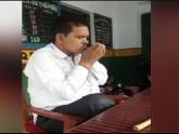 উত্তর প্রদেশে ক্লাসরুমে ধূমপান করে শিক্ষক বরখাস্ত