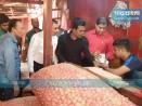 মাত্রাতিরিক্ত দামে পেঁয়াজ বিক্রি, শ্যামবাজারে ৩ দোকানকে জরিমানা