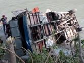 নেপালে বাস নদীতে পড়ে ৭ শিশুসহ ১৭ জনের মৃত্যু