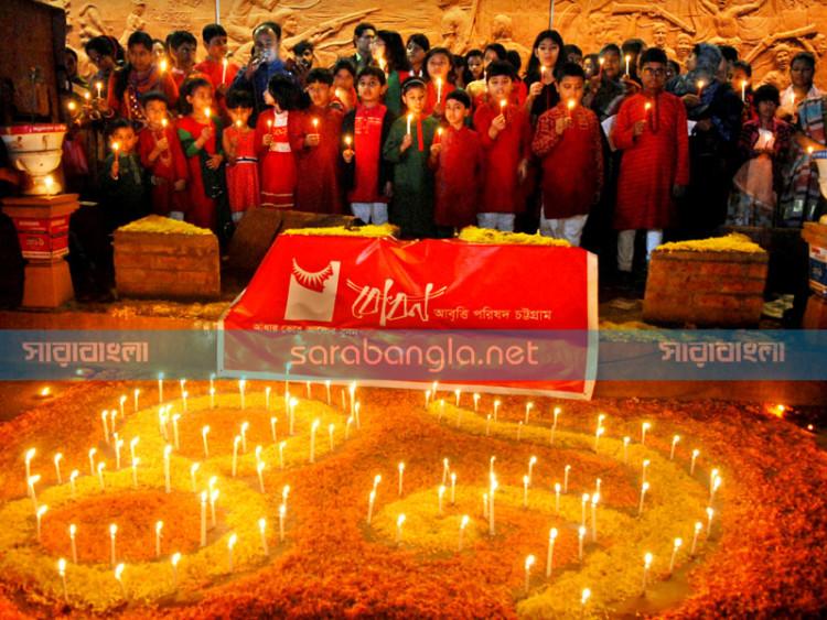 ঊনপঞ্চাশে বাংলাদেশ, ফুল-আলো-কবিতায় বিজয় মুহূর্ত স্মরণ