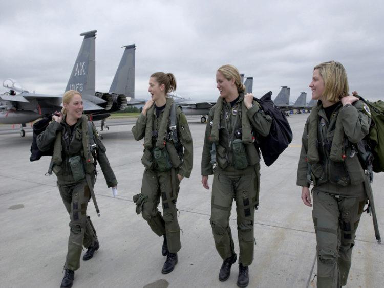 মার্কিন সামরিক বাহিনীর নারীরা পেলেন বিশেষ স্বীকৃতি