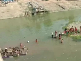 বিয়ে বাড়ির বাস নদীতে পড়ে ভারতে ২৫ জনের প্রাণহানি