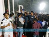 শহিদ মিনারের মূল বেদীতে 'সেলফিবাজি', বিশৃঙ্খলা