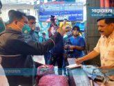 বাজারে ক্রেতা-বিক্রেতার 'বাড়াবাড়ি' দেখলেন ভ্রাম্যমাণ আদালত