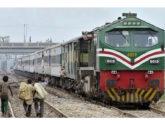 পাকিস্তানে ট্রেন-ভ্যান সংঘর্ষ, ১৯ শিখ তীর্থযাত্রীর মৃত্যু