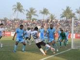 কুমিল্লায় আবাহনী-মোহামেডানের ফুটবল রোমাঞ্চ