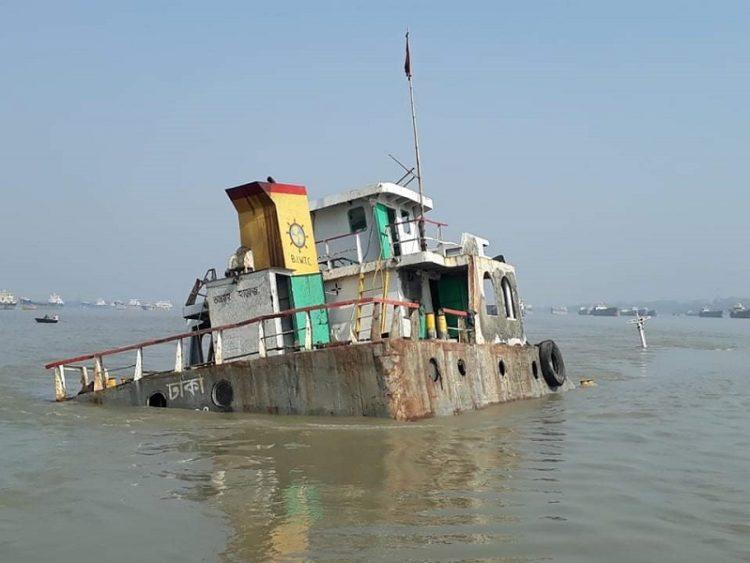 মোংলার পশুর নদীতে কয়লা বোঝাই কার্গো জাহাজডুবি