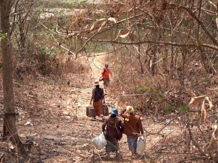 জীবন বাঁচাতে ভারতে পালাচ্ছে মিয়ানমারের নাগরিকরা