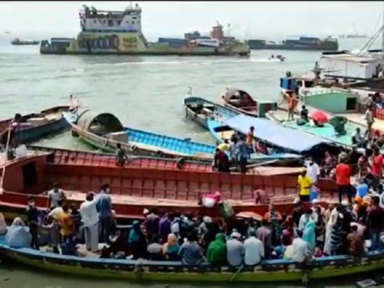 শিমুলিয়ায় ঘরমুখী মানুষের চাপ, পারাপারের অপেক্ষায় হাজারও যানবাহন