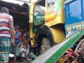 চাঁপাইনবাবগঞ্জে ট্রাক-অটোরিকশার মুখোমুখি সংঘর্ষে নিহত ২