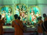 ঢাকের কাঠিতে বিদায়ের সুর, প্রতিমা বিসর্জনে শেষ হচ্ছে দুর্গোৎসব